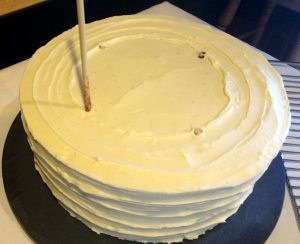 Cake with dowels